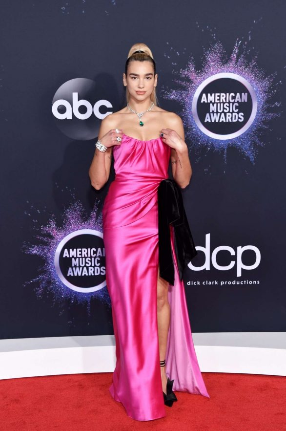 Dua Lipa and Boyfriend Anwar Hadid Make Red Carpet Debut — and Kiss! — at 2019 AMAs