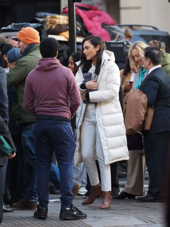 Gal Gadot Pics (2019) – Filming a commercial in central London