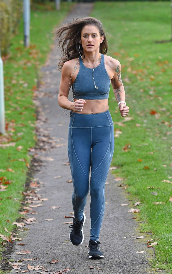 Katie Waissel admits her body looks better since she's had son Hudson as she shows off her 2st weight loss in a tiny grey crop top