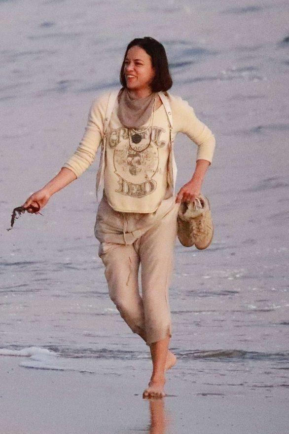 Michelle Rodriguez Pics (2019) – On the beach with her friends in Malibu