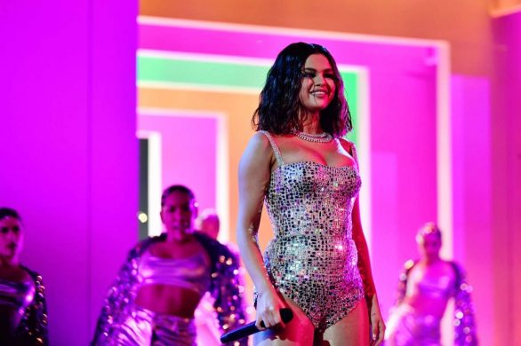 Selena Gomez Debuts Live Performances of 'Lose You to Love Me' and 'Look At Her Now'