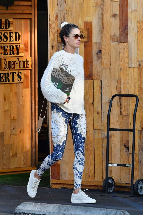 Alessandra Ambrosio leaves her yoga session and grabs lunch and fresh juice from Kreation in Santa Monica, California