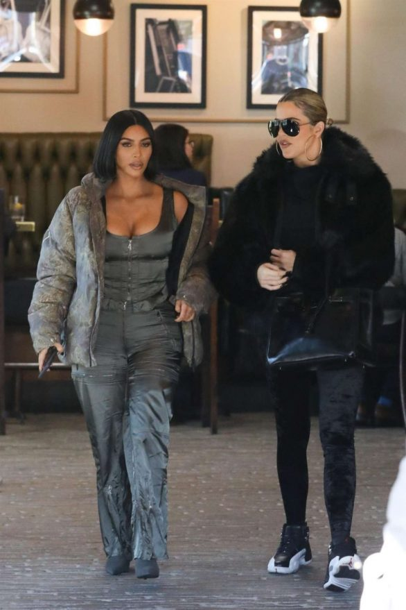 Kim Kardashian is keeping up with Khloe as she rocks shorter hair to film KUWTK over lunch
