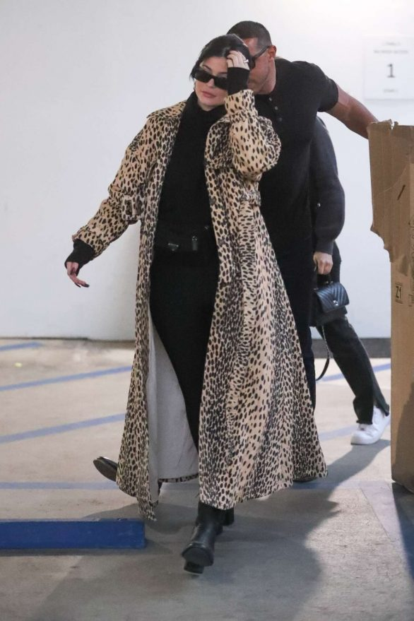 Kylie Jenner Photos in Animal Print Coat while Goes Christmas shopping at  Moncler in Beverly Hills - TellyUpdates.Tv