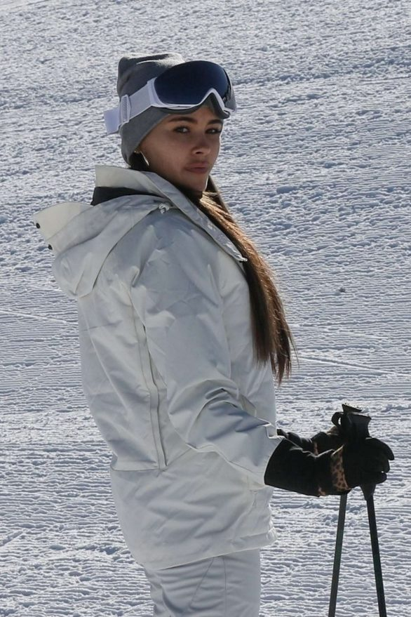 Madison Beer hits the slopes for a ski lesson in Aspen, Colorado