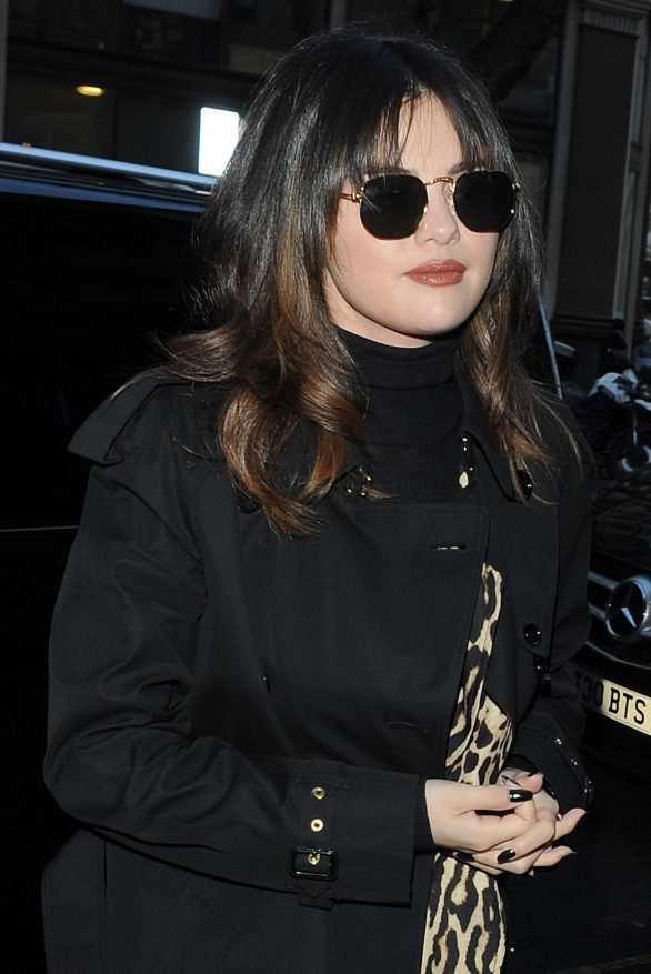 Selena Gomez Pics while Arriving at her hotel in London