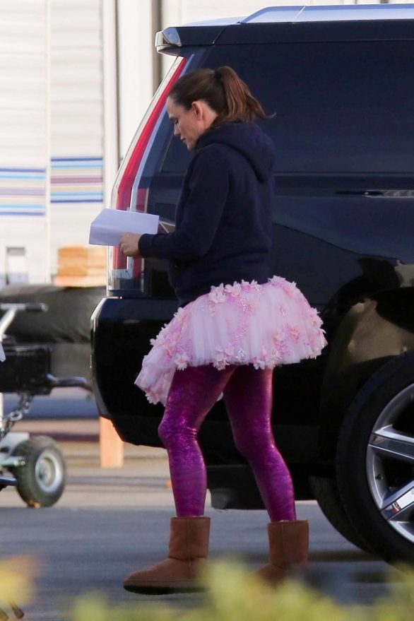 Jennifer Garner Heads to work wearing a Tutu on the set of 'Yes Day' in Los Angeles