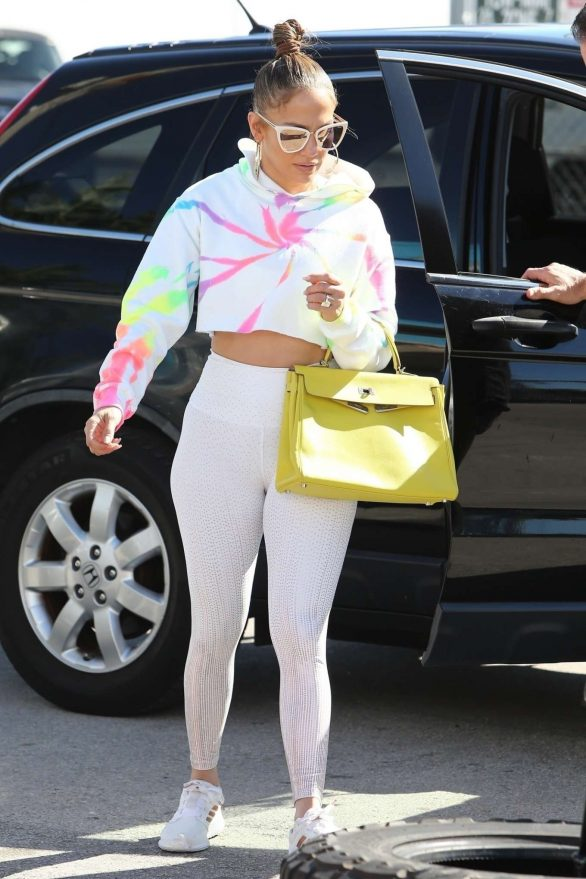 Jennifer Lopez Pics in Skin-Tight Gym Outfit Arrives at the gym in Miami