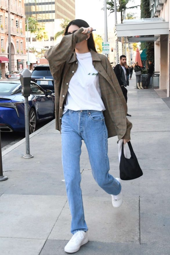 Kendall Jenner Pics While Leaves the pharmacy in Beverly Hills