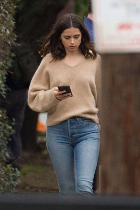 Ana de Armas cuts a casual figure as she joins co-star Ben Affleck during downtime on Deep Water set