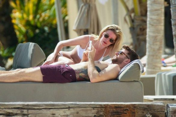 Hannah Cooper and Joel Dommett Pics While Spotted in Tulum