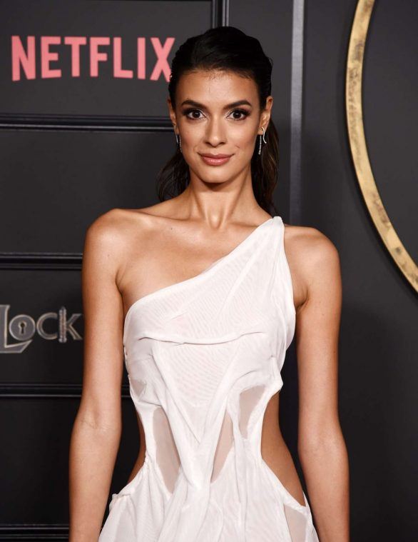 """Laysla De Oliveira At Netflix's """"Locke & Key"""" series premiere photocall in Hollywood"""