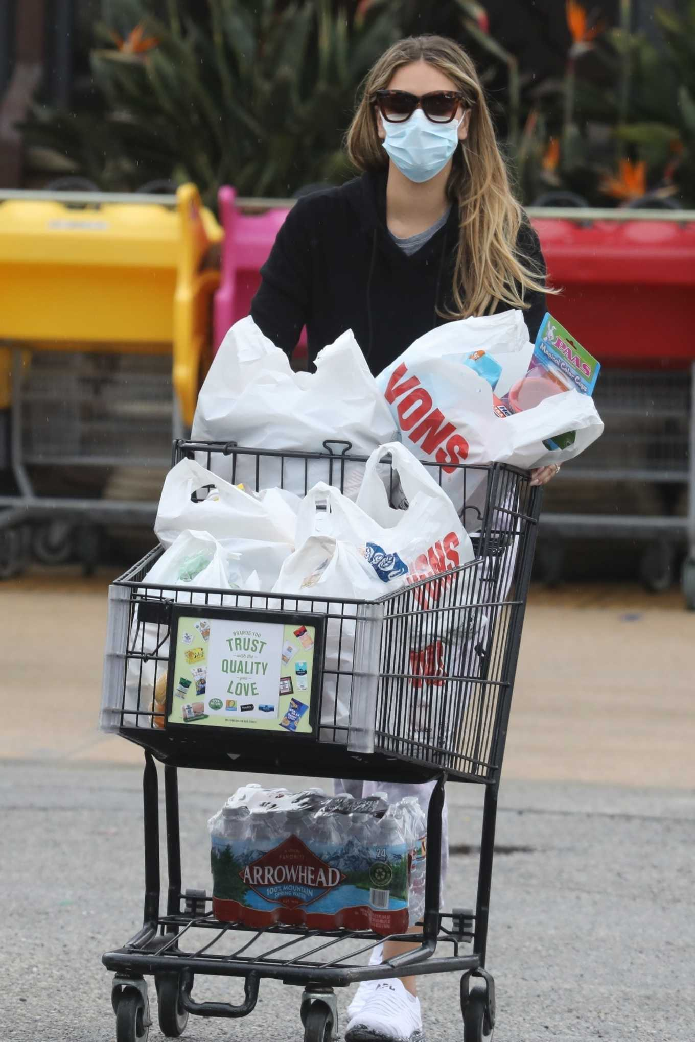 April Love Geary Shopping candids at supermarket