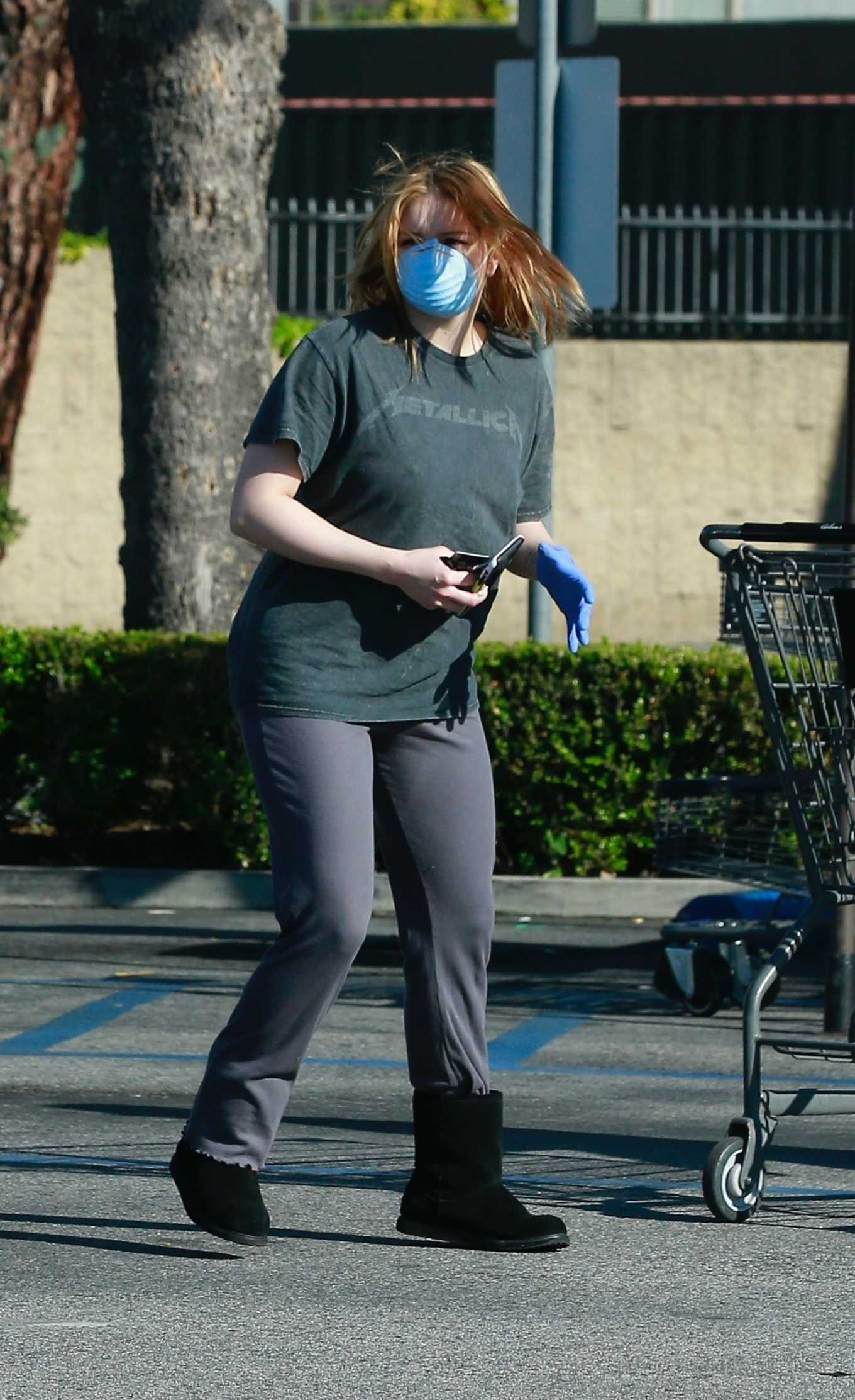 Ariel Winter Seen while shops for groceries in Los Angeles