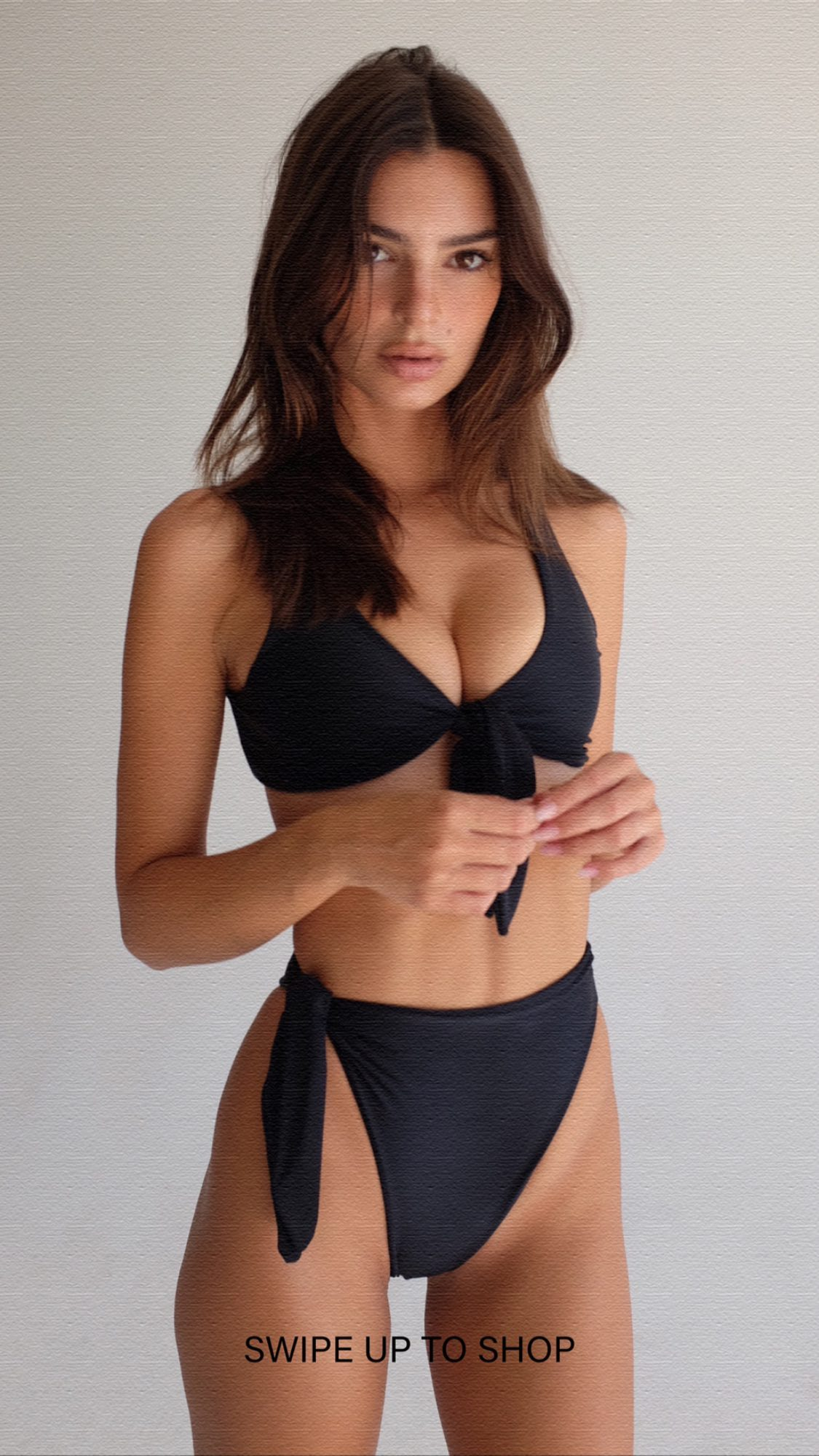 Emily Ratajkowski – New social photos