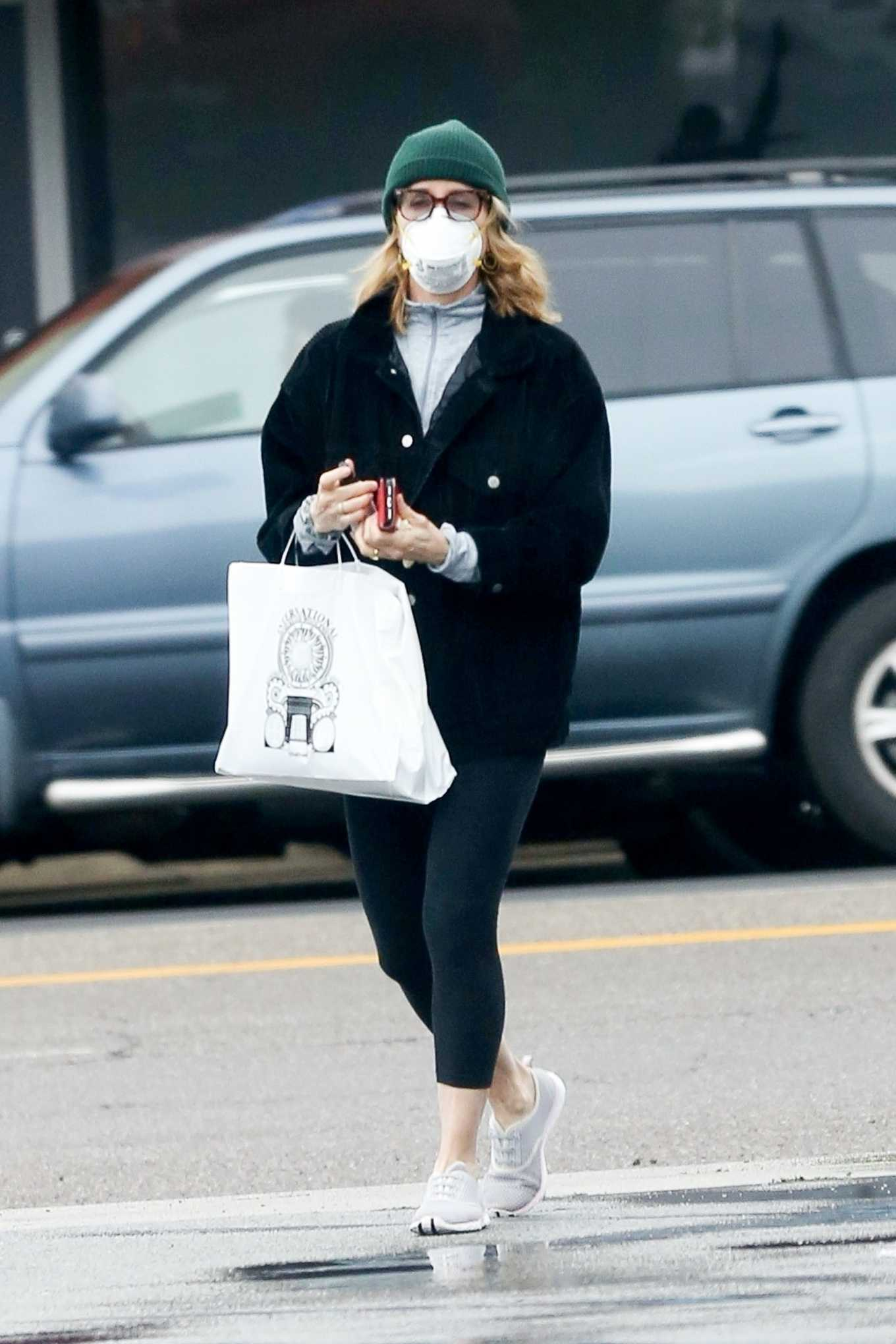 Felicity Huffman shopping candids with her daughter-02
