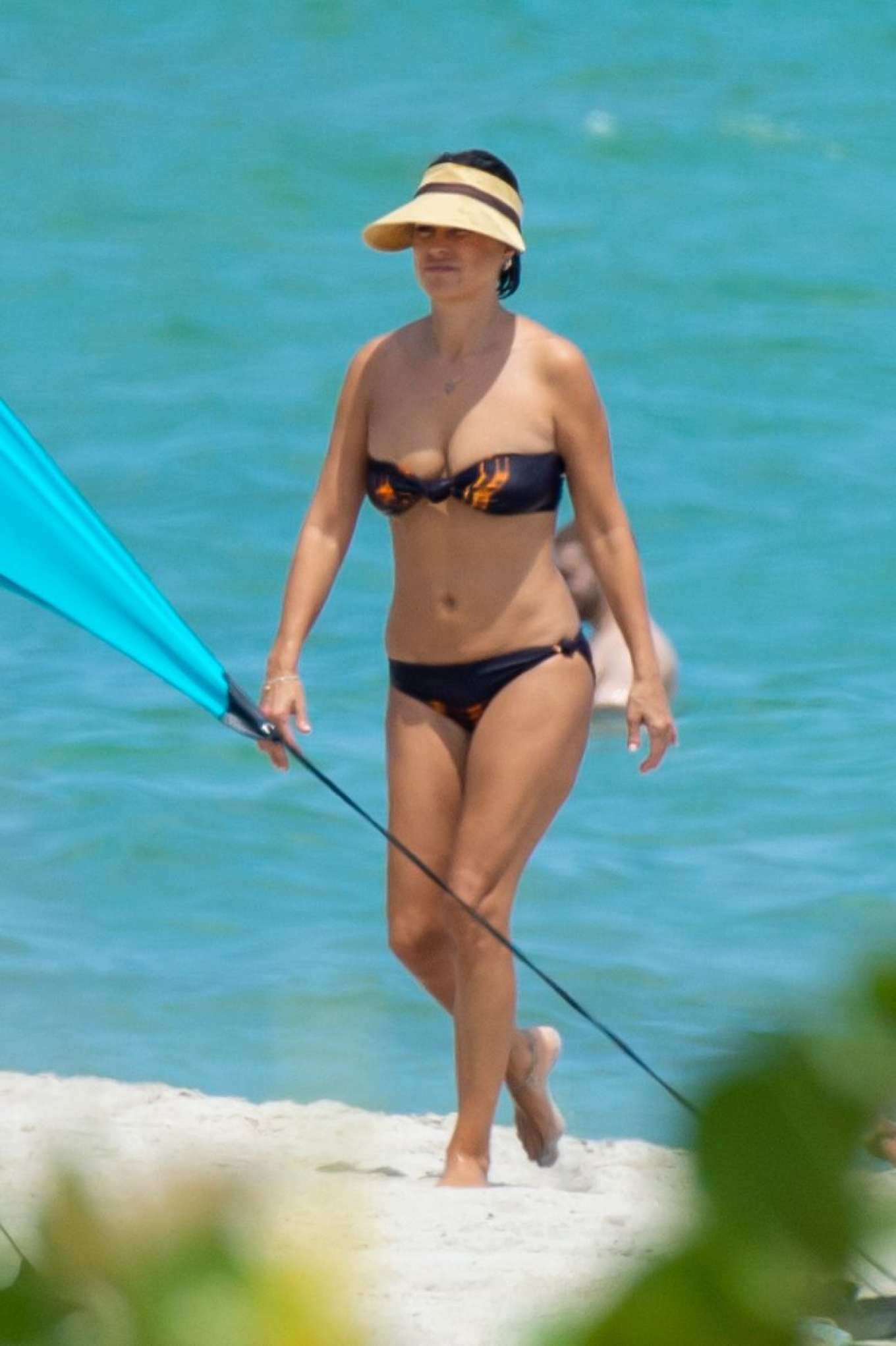 Raquel Perera – Shows off her bikini body in Miami Beach_06