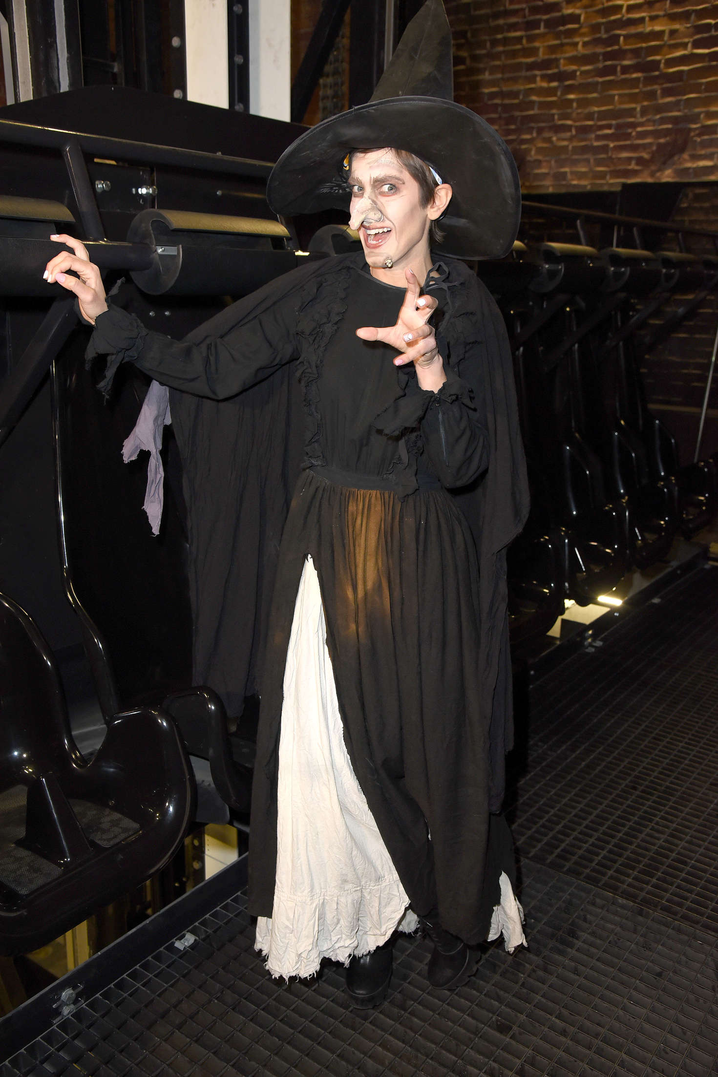 Isabell Horn – Playing a witch at the Walpurgis Night in Mitte-02