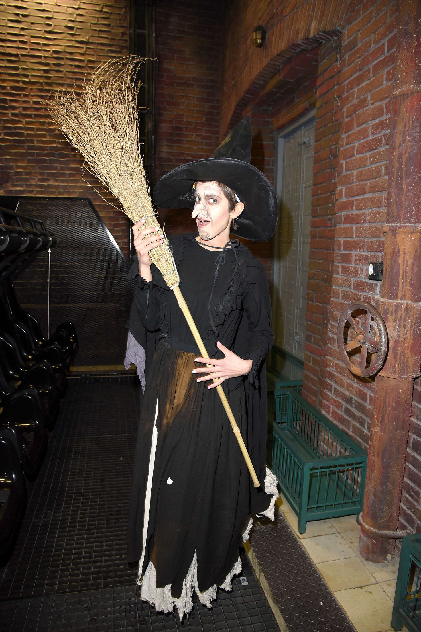 Isabell Horn – Playing a witch at the Walpurgis Night in Mitte-05