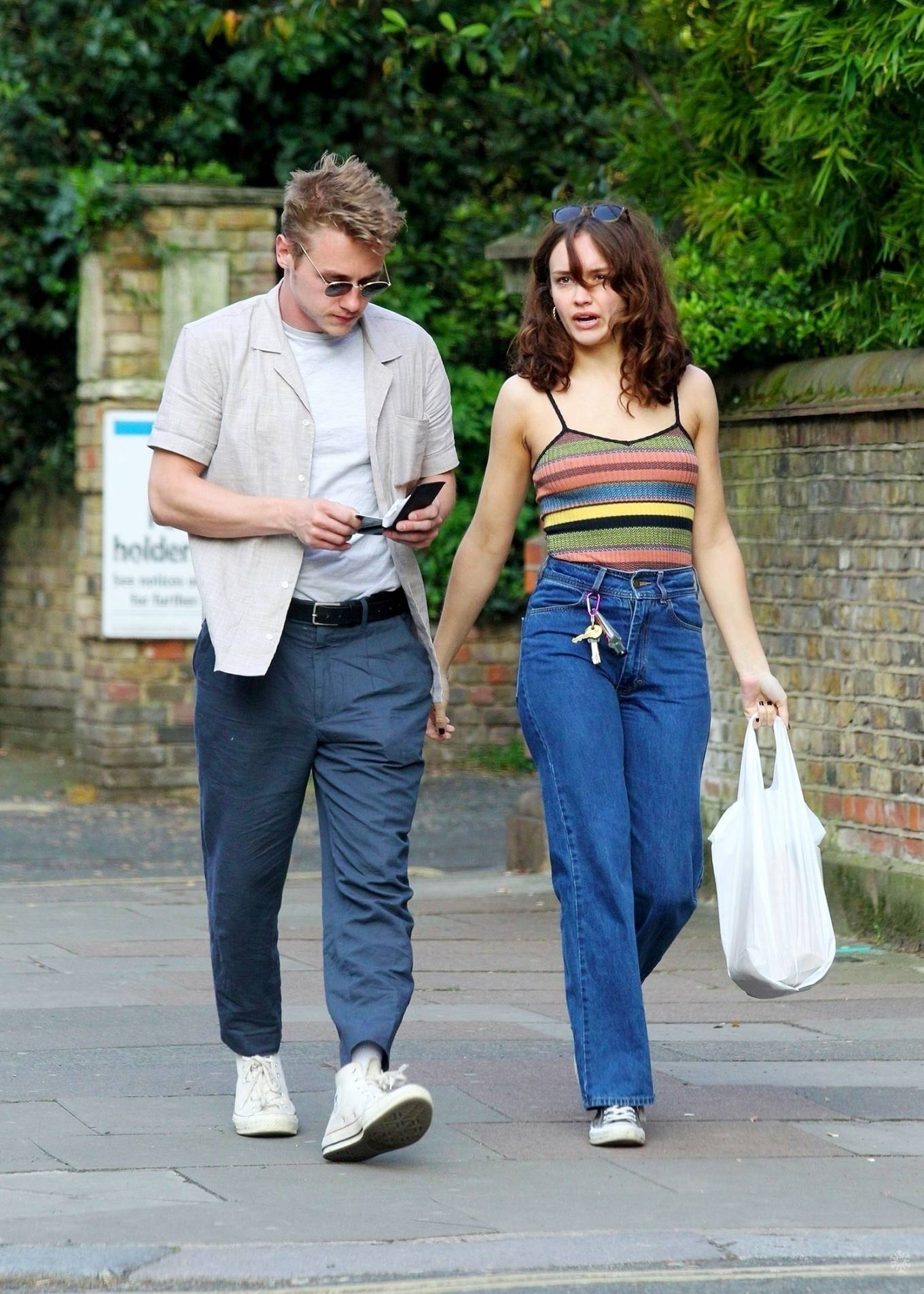 Olivia Cooke and Ben Hardy – Shopping for supplies in Primrose Hills-03